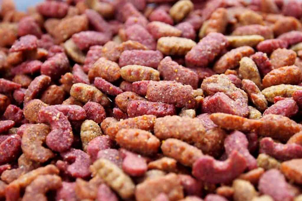 Dried Cat food in Red-Meat